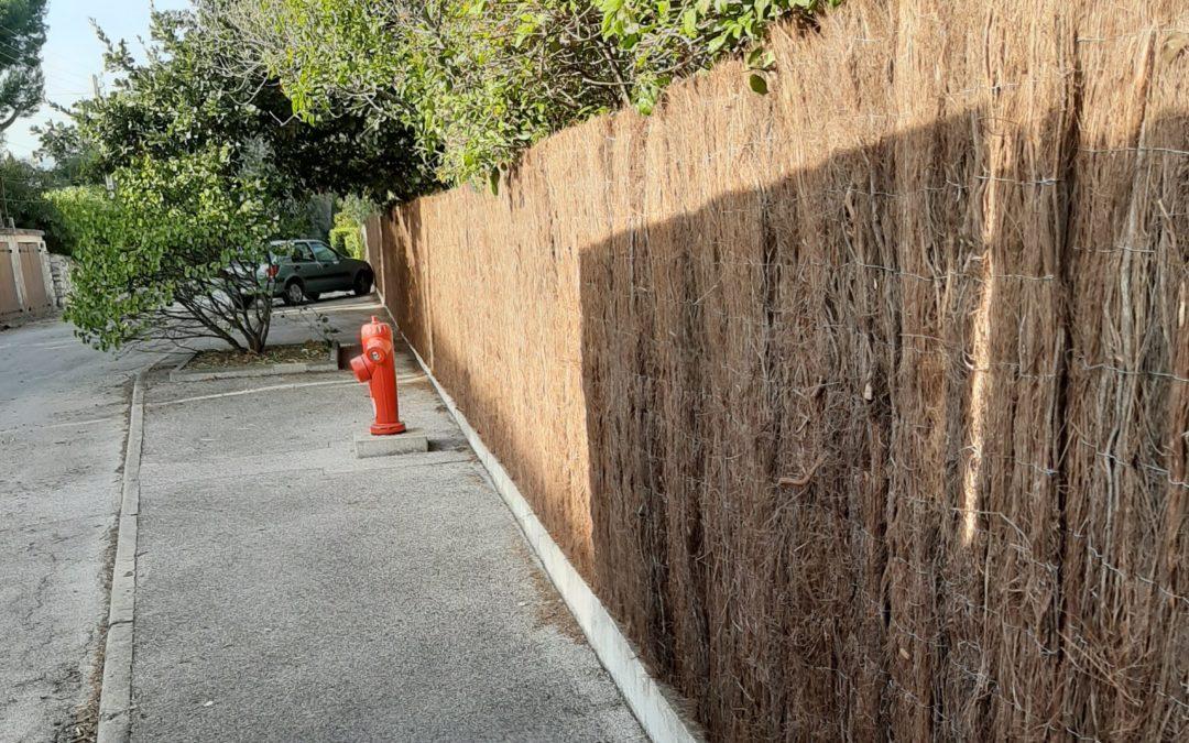 Pose d'un brise vue en bruyère, côté rue