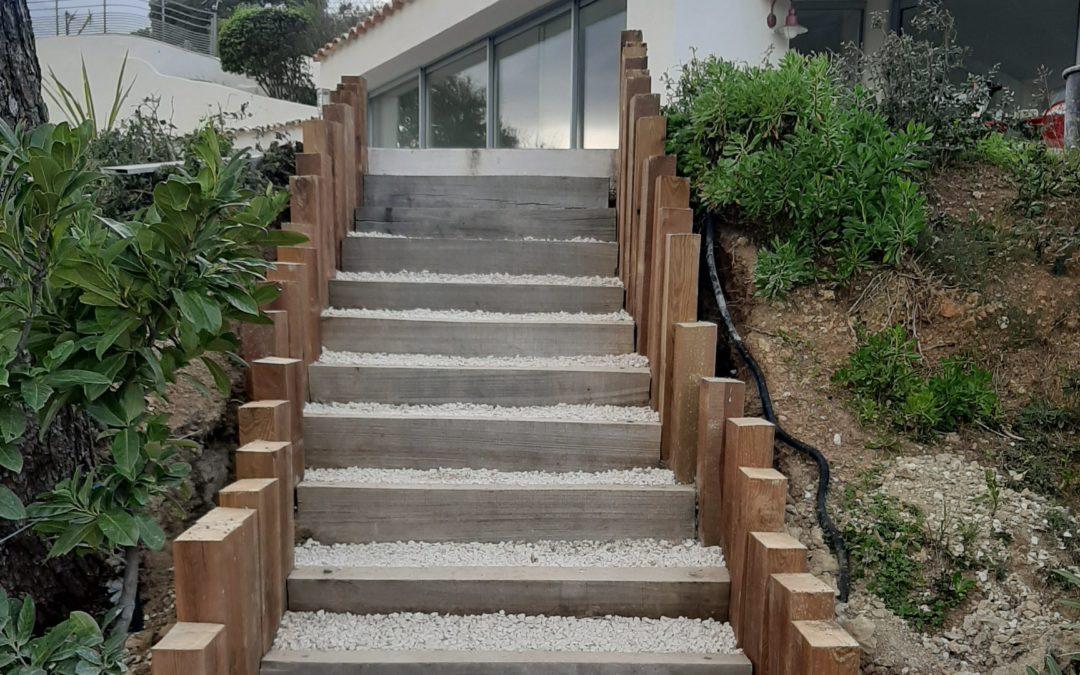 Habillage des abords d'un escalier