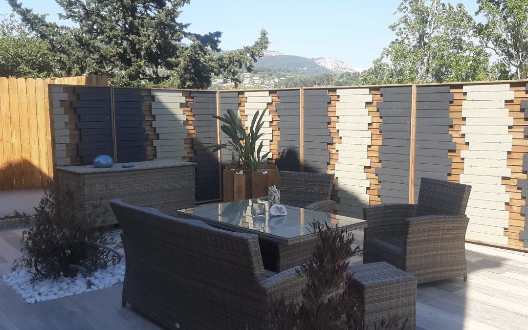 Pose d'un brise vue & aménagement d'une terrasse